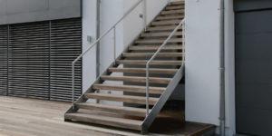 Treppe aus Stahl mit Holzstufen Witten